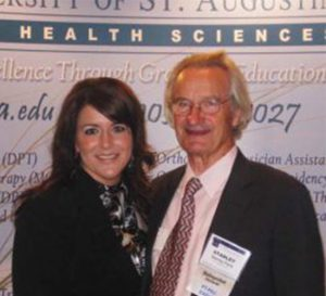 """USA founder Dr. Stanley V. Paris was honored as the inaugural """"Distinguished Lecturer"""" of the AAOMPT conference and presented a keynote address to the membership"""