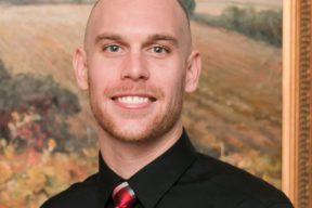 Dr. Derek Benthusen